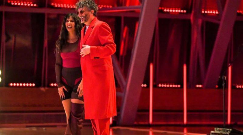 Desde Buenos Aires, Fito Páez y Nathy Peluso se presentaron en los Latin Grammy